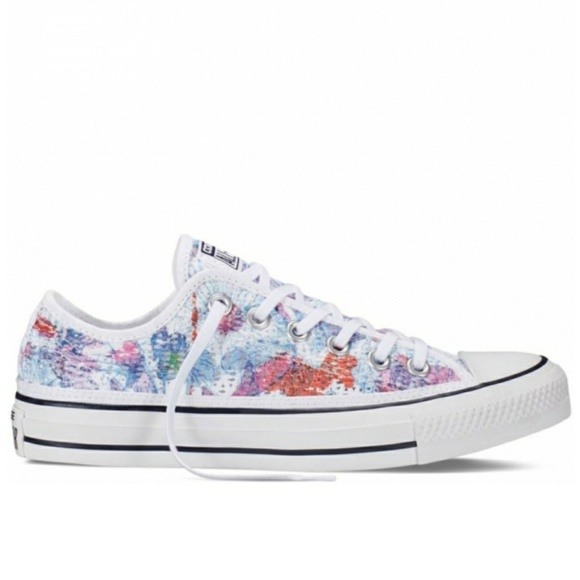 8bcbbe68ce51 NWT Converse Chuck Taylor All Star Floral Crochet
